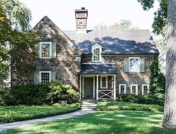 A Small Cottage Version Of This With Dark Grey Windows Trim Instead Of White Stone Home Stunner Shutters B Stone House Revival House Exterior Stone Houses