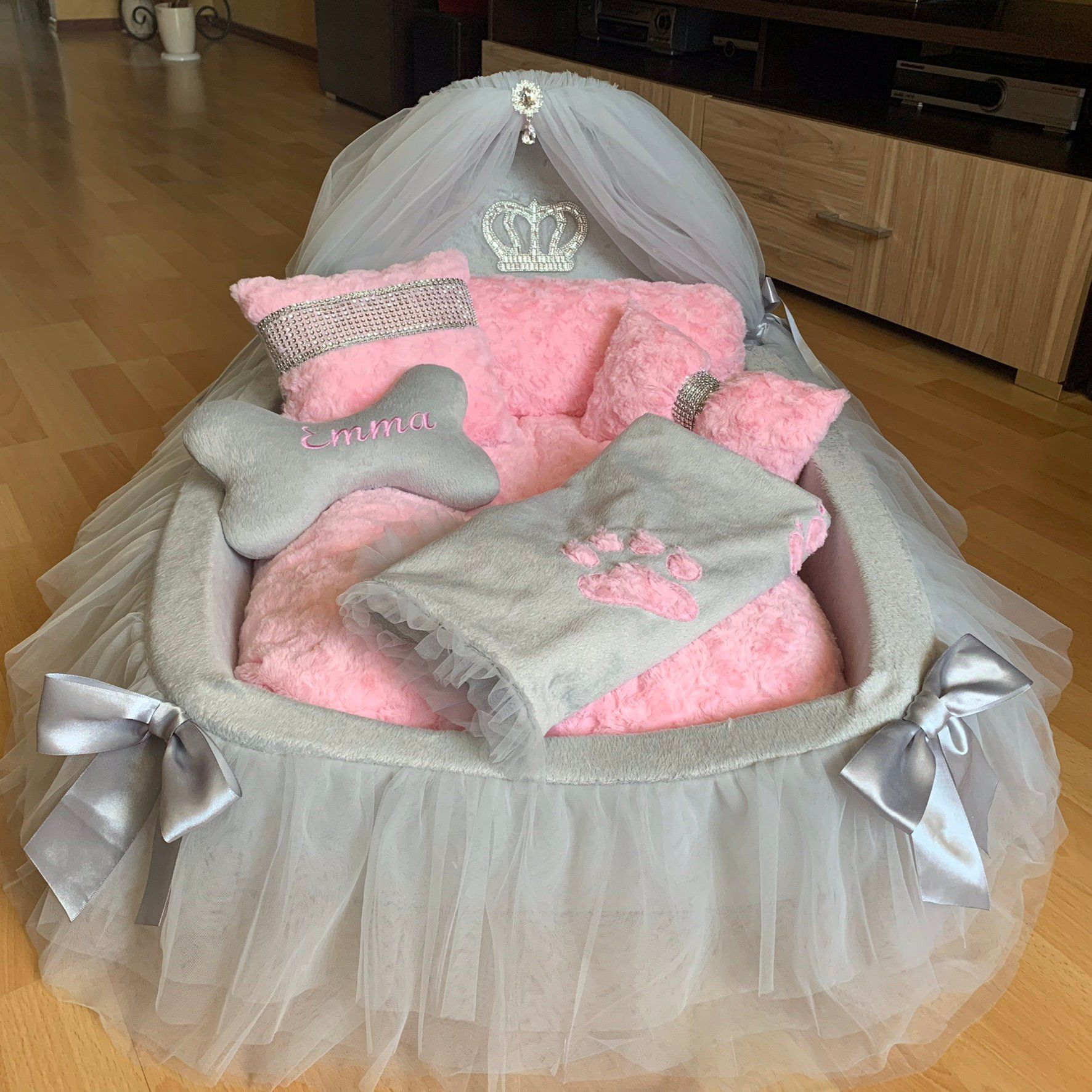 Luxurious Royal canopy bed for princesses. Bed for dogs