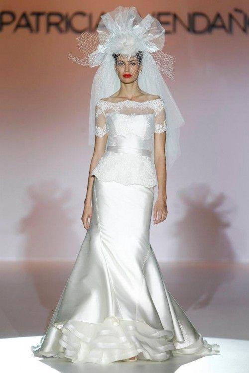 vestido de novia elegante con manga corta, transparencias y acabado
