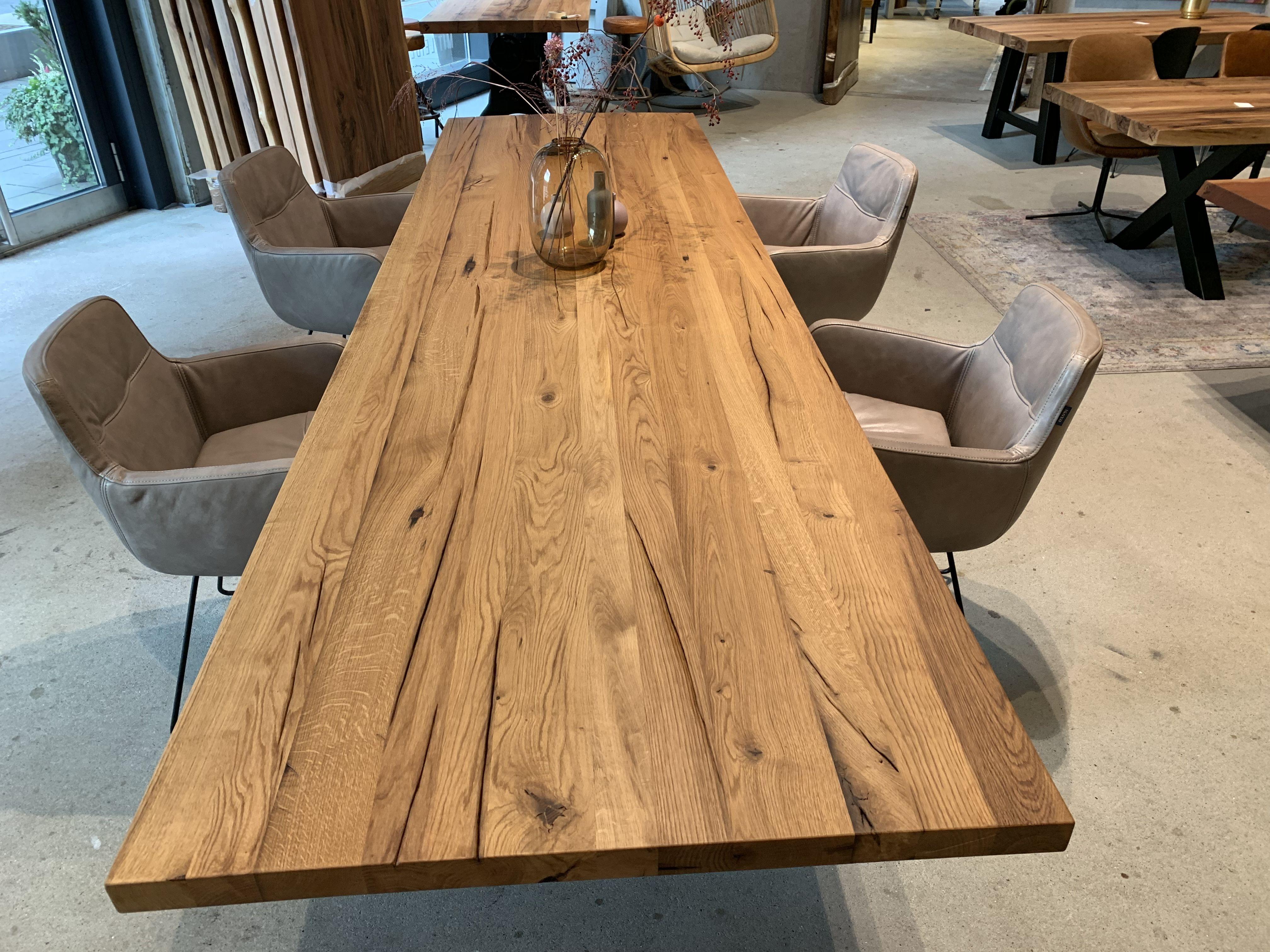 Esstisch aus Eichenholz in Wunschgröße für jedes Esszimmer
