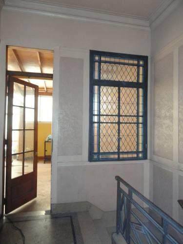 antigua ventana hierro y vitreaux 2 hojas y banderola