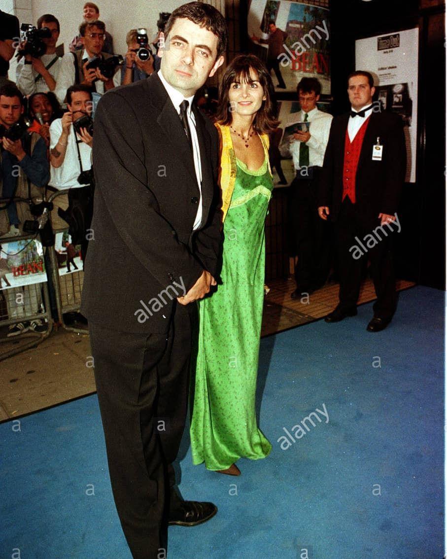 Movie Movies Film Show Hallo All Im Posting Again Together Rowan Atkinson And Sunetra Sastry Film Bean 1997 1998 Rowanatkinson Comedians Mr Bean Actors