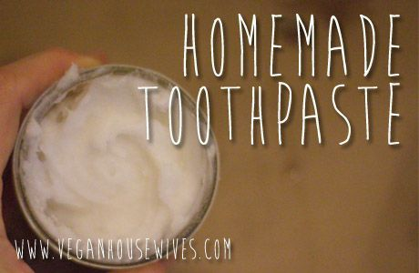 Healthy Living DIY | Homemade Coconut Oil Toothpaste #FamilyFriendly