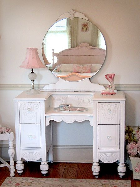 1920 S White Antique Vanity With Round Mirror And Bench Shabby