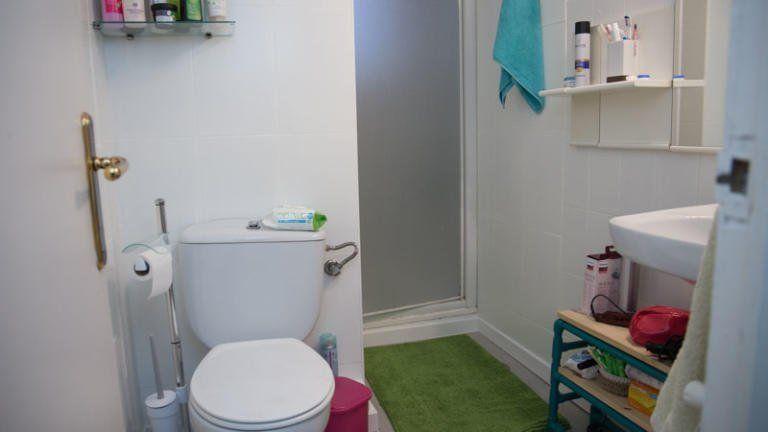 Cómo pintar los azulejos del baño | Baños pintados ...
