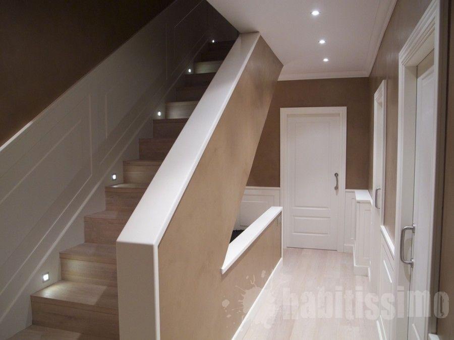 Detalle escalera con leds escaleras barandillas escaleras barandas y interiores - Iluminacion led escaleras ...
