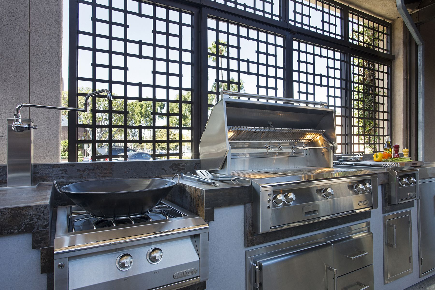 Alfresco Outdoor Kitchen With Alxe Grill Accessories And Pizza Oven Plus Outdoor Kitchen Alfresco Kitchen