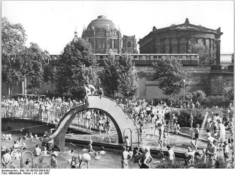 1965 Berlin, Monbijou-Bad | Berlin, Historische bilder, Geschichte
