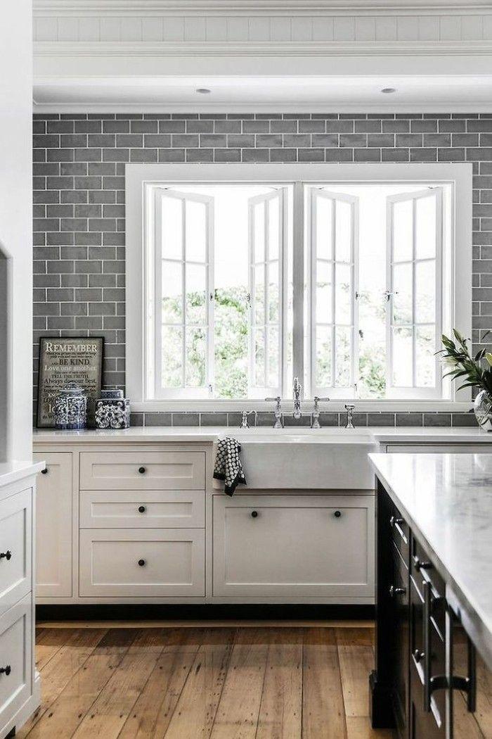 metrofliesen graue fliesen küche holzboden weiße küchenschränke - fliesen in der küche
