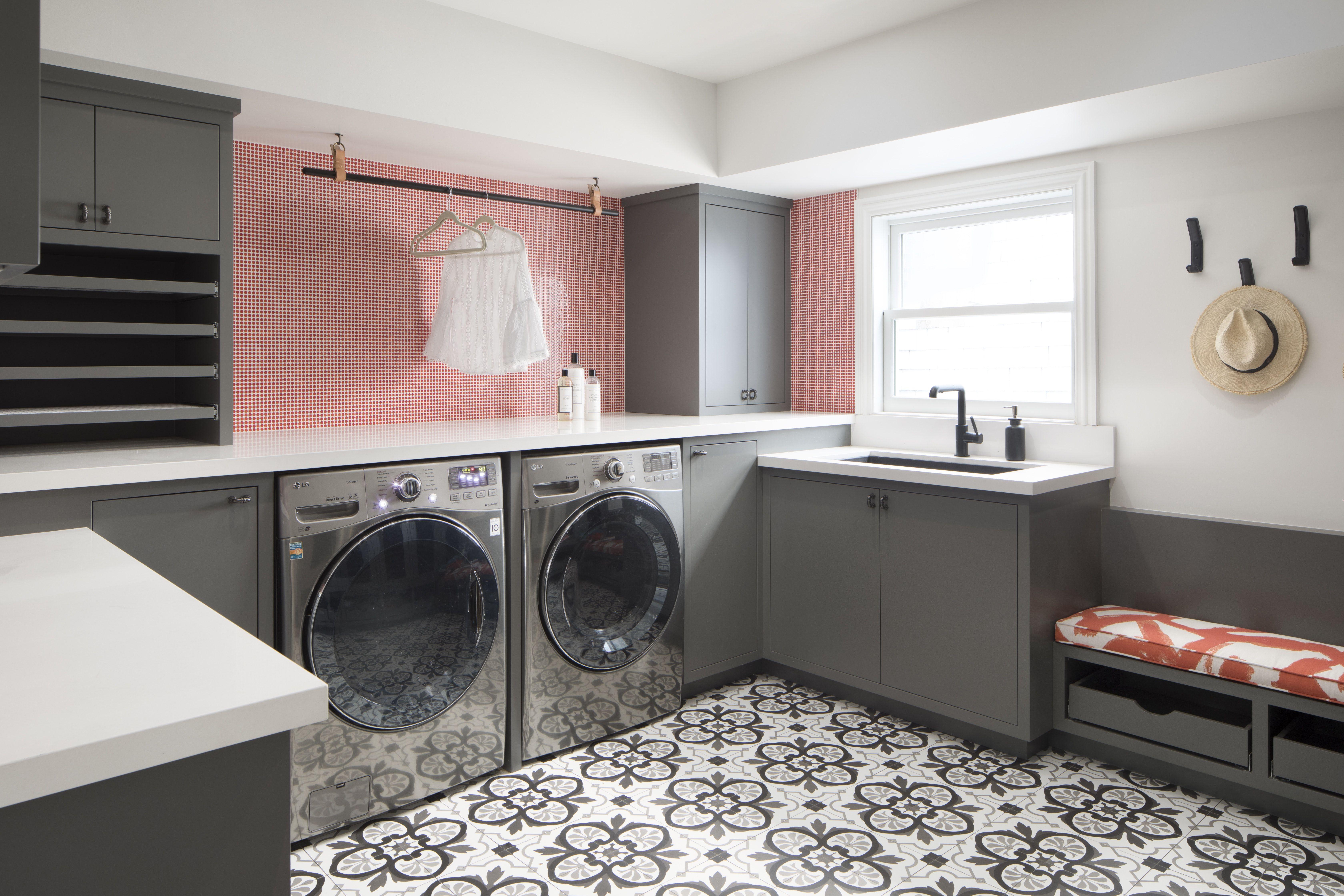 Elegant & Spacious Laundry Room/Mudroom Laundry room
