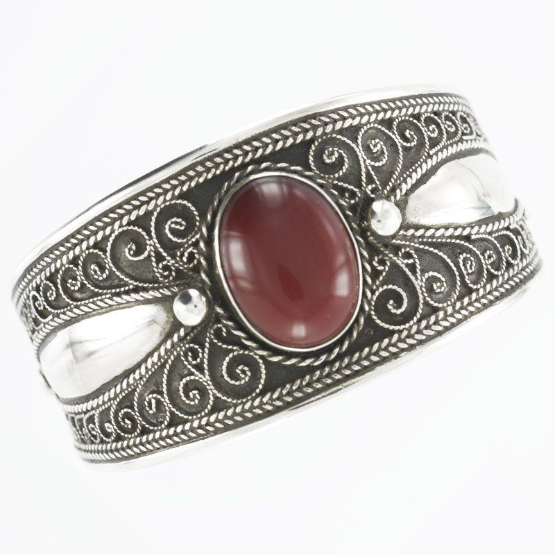 Bracelet berbère en argent massif et cabochon rond en agate marron.  Manchette ajustable création la