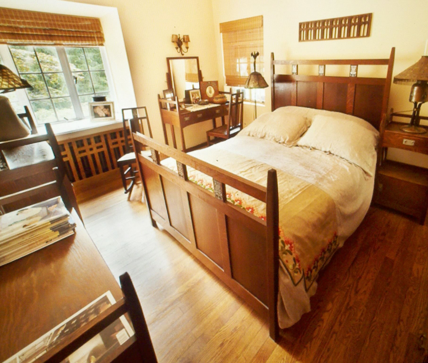 Arts and Crafts Decor | Interior Design | Bedroom | Gustav ...