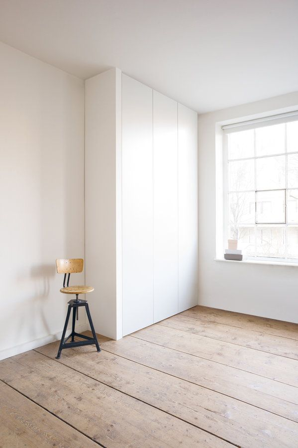 Schlichter stauraum der wei e wandschrank cabin wandgestaltung in 2019 pinterest - Wandschrank schlafzimmer ...