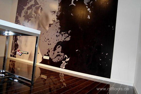 Hochglanz Laminat in Schiffsboden Optik mit Aluminium-Keder - laminat wohnzimmer modern