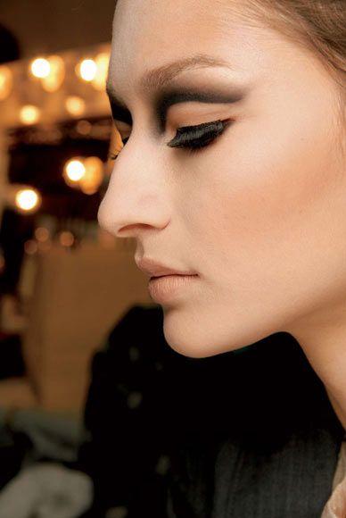 El Truco Del Dia Sabes Como Disimular Una Nariz Grande Maquillaje Para Nariz Grande Narices Grandes Disimular Nariz Grande