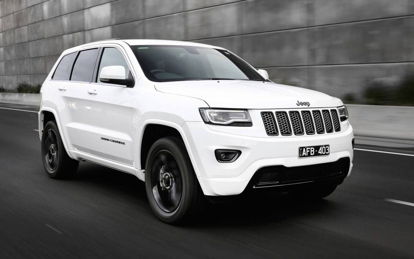 Jeep Grand Cherokee White 2017 >> 2017 Jeep Grand Cherokee Not White 8 In A The Snow Just Jeep