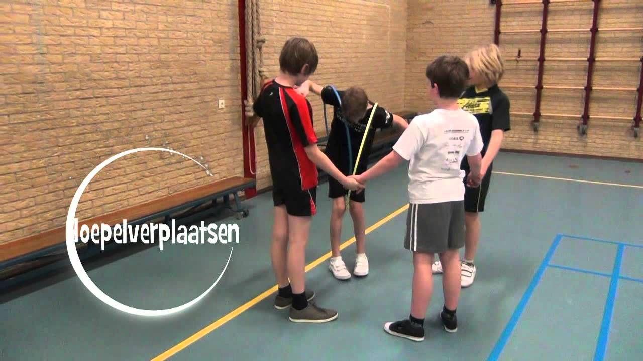 Spellen - allerlei spellen van de groene spelen: stokken lopen, op een touw staan, stokverhuizen, bal hooghouden, hoepelverplaatsen, gordiaanse knoop en de lopende cirkel.