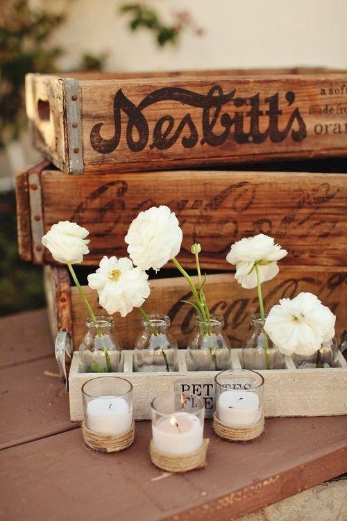 ¡Flores, botellas y velas! #Bodas #DIY