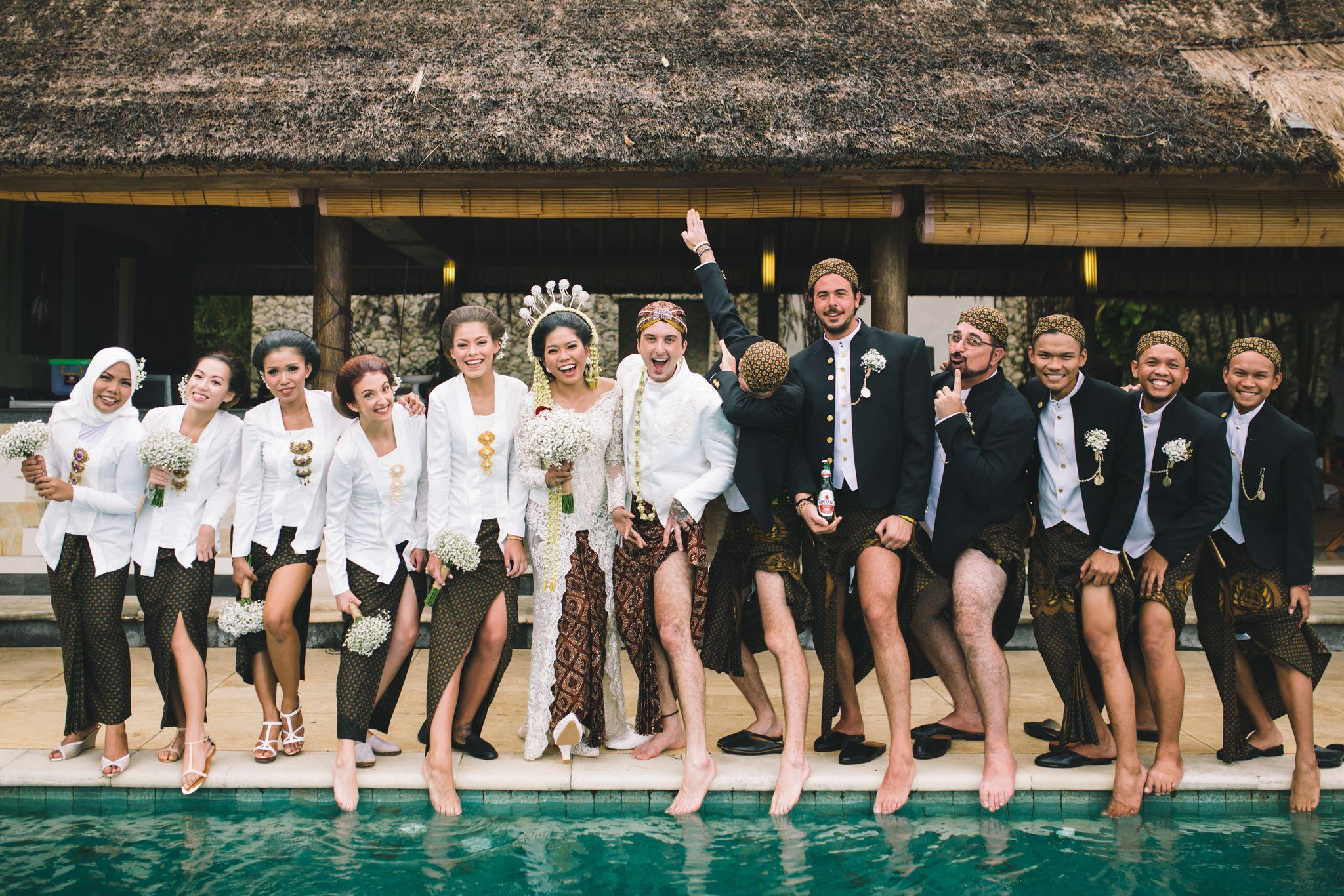 Javanese Traditional Wedding Of Indonesian And Italian In Bali In 2020 Javanese Wedding Indonesian Wedding Wedding Squad