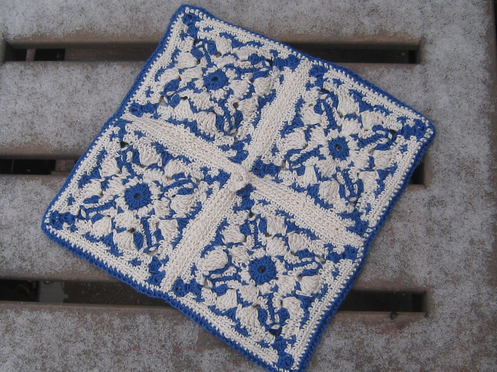 Ravelry: Aveiro Azulejos square by Vers Cythère pour La Maille au doigt