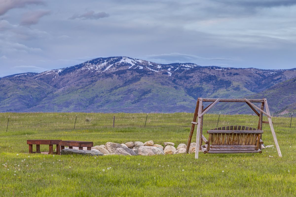 Triple B Ranch is located on 25 acres near Lake Catamount and features an exquisite 4,448 sq. ft. home with widespread valley and Sk…