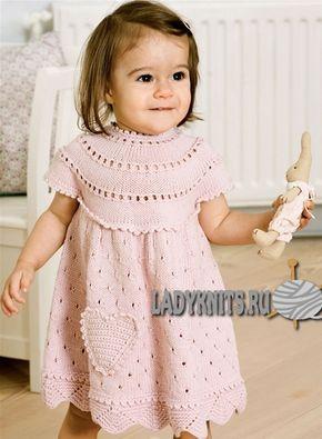 вязаное спицами платье с круглой кокеткой для девочки от 0 до 15