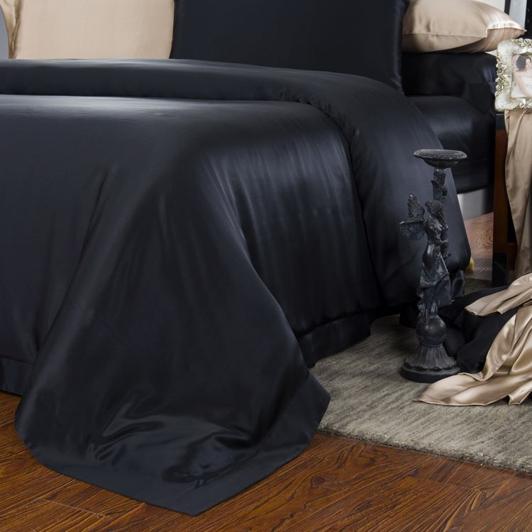 19 Momme Seamless Silk Bedding Set Black (3)   http://www.snowbedding.com/  #silkbedding #silksheets #silkluxurybedding #silkbeddingsets #luxurybedding #chinesesilkbedding #satinbedding #silkcomforters #silkbeddingcostco