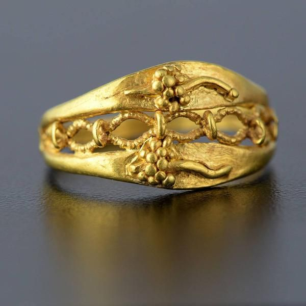 A Roman Gold Ring, ca 1st century BC/AD