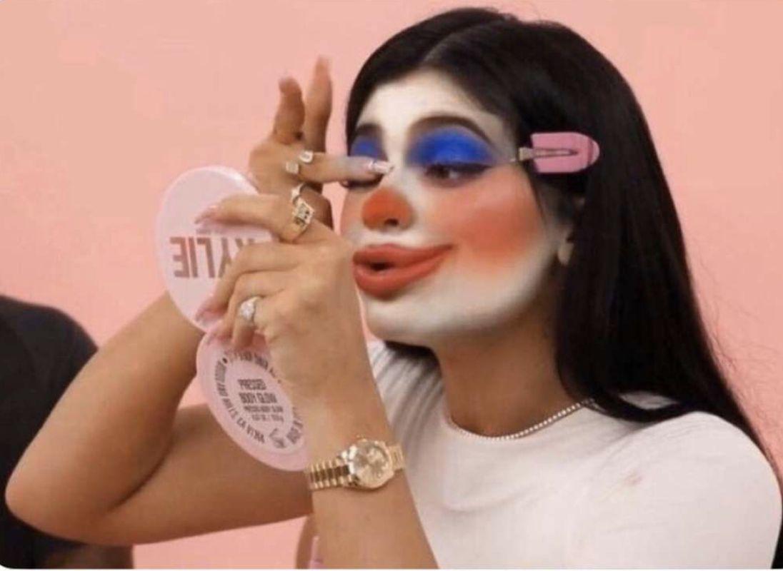 Pin by MUVA on MOOD   Clown meme, Makeup memes, Memes