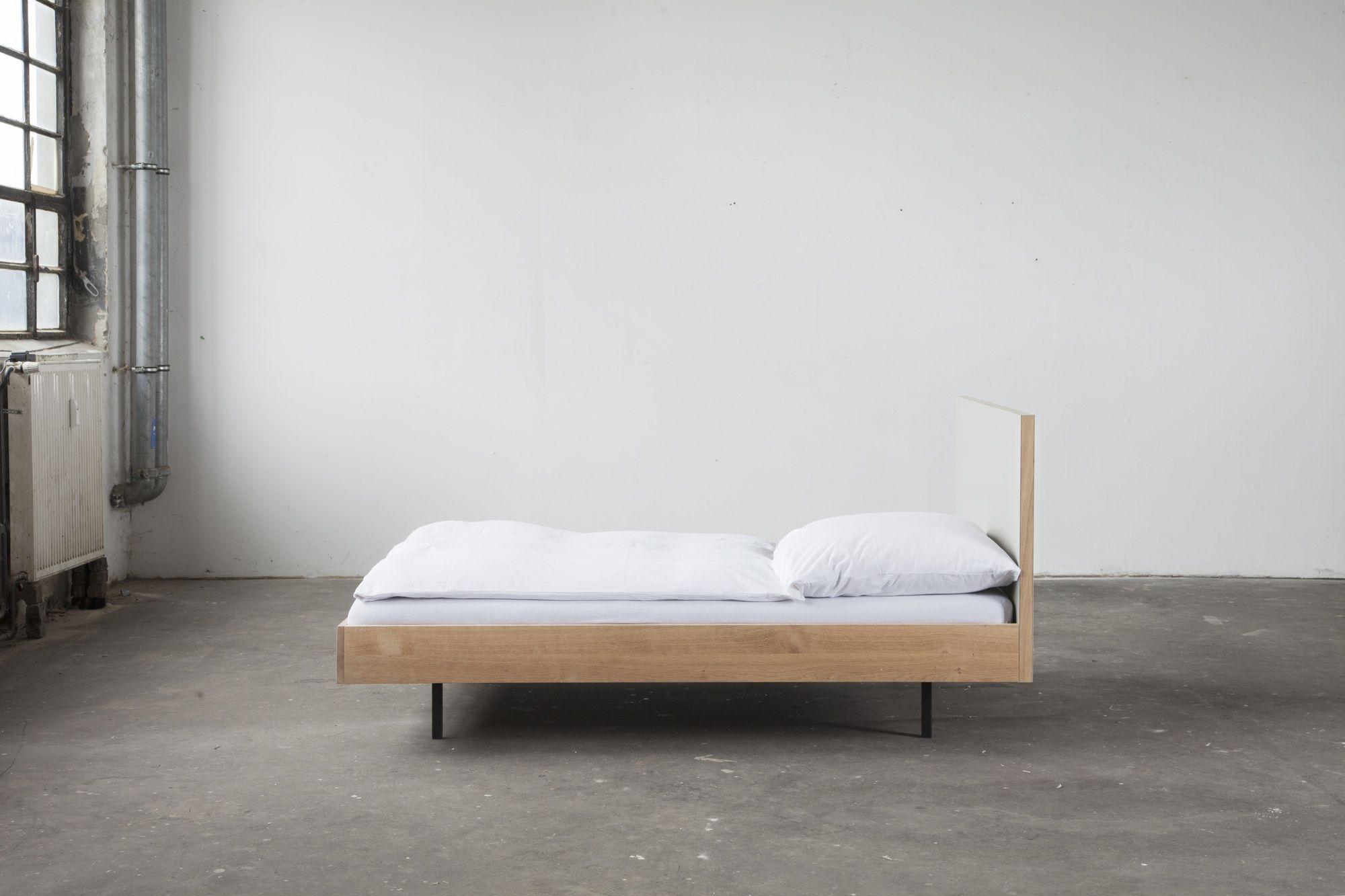 Unidorm - Bett. Material: Linoleum, massive Eiche, geölt #bett ...