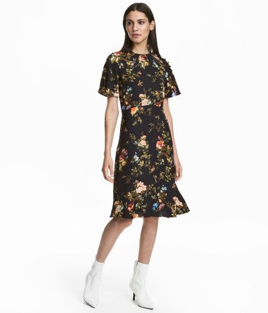 bc1f05533bd8 Short-sleeved Dress | Black/floral | Women | H&M US | Work Attire ...