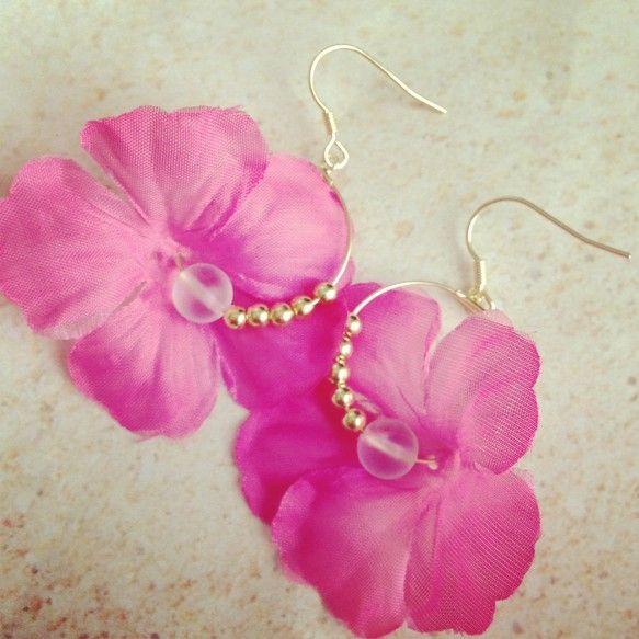 お色はピンクです。一気にハワイアン気分♡使用パーツ金属、ルナフラッシュ ハンドメイド、手作り、手仕事品の通販・販売・購入ならCreema。