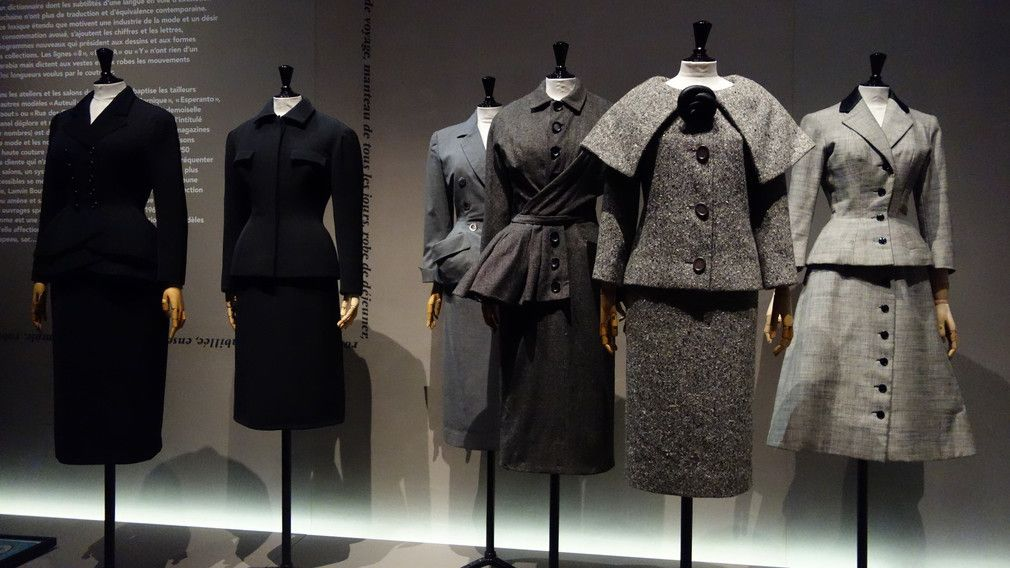 c6fb3c60f2f91 Les années 50. La mode en France, 1947-1957...   Clothes   Pinterest ...