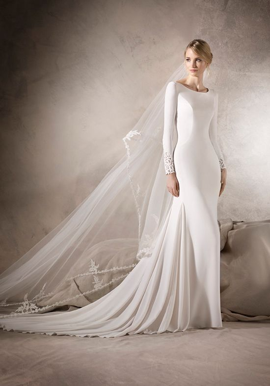 edfc961e87142 Elegant mermaid wedding dress in crepe. Very classy, with a bateau neckline  and long