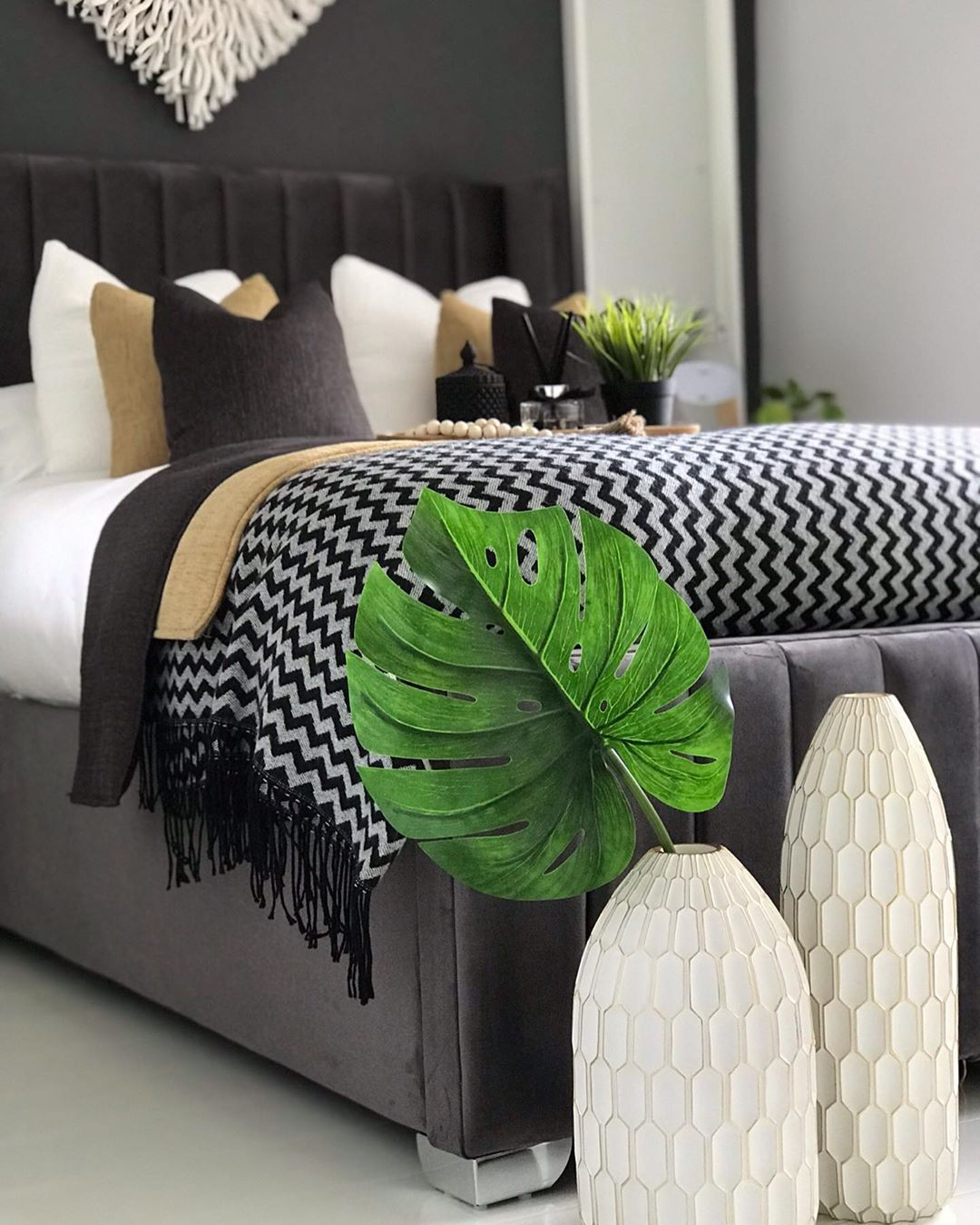 Half way to weekend .. .#bedroomdecor #bedroomideas #gifted #bedroomdecoration #homeinterior  #homedesign #modernhomedecor #interiør #interiorinspiration #homedecor #scandanaviandesign #homelovers #modernbedding #interiör #minimalhome #homeinterior4you #modernbedroom #modernbedding #scandinaviandesign #scandinavianstyle #scandinavianhome