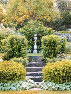 garden focal point slope - Google Search | Kebun
