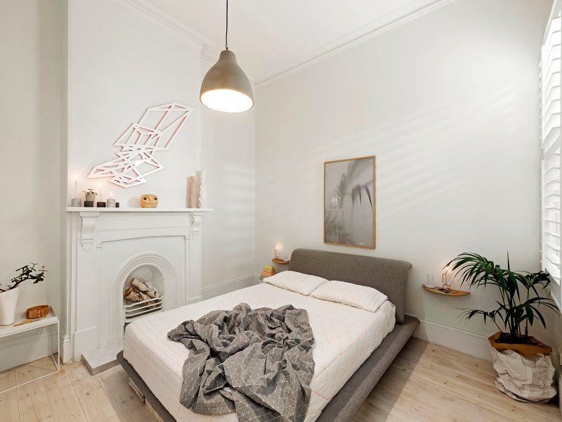Grand Foyer Et Petit Foyer : Chambre épurée et sympathique agrémentée d un petit foyer