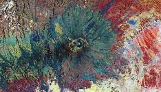 Древний вулкан Эми-Куси на фото из космоса | Вулканы, Эмо ...