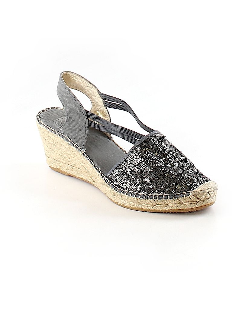 Check it out—Vidorreta Wedges for $33.49 at thredUP!