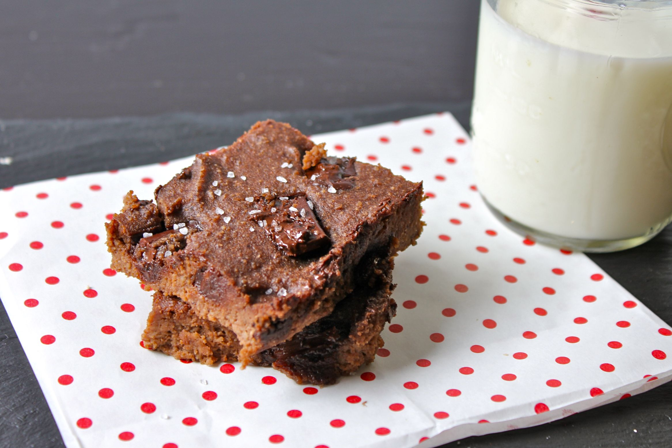 4 Ingredient Flour Less Chocolate Chunk Nutella Brownies (Gluten Free, Paleo, Vegan Option, Refined Sugar Free) | Mangia Blog
