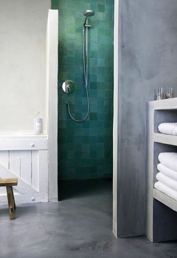 salle de bain en béton ciré couleur gris, salle de bain moderne ...
