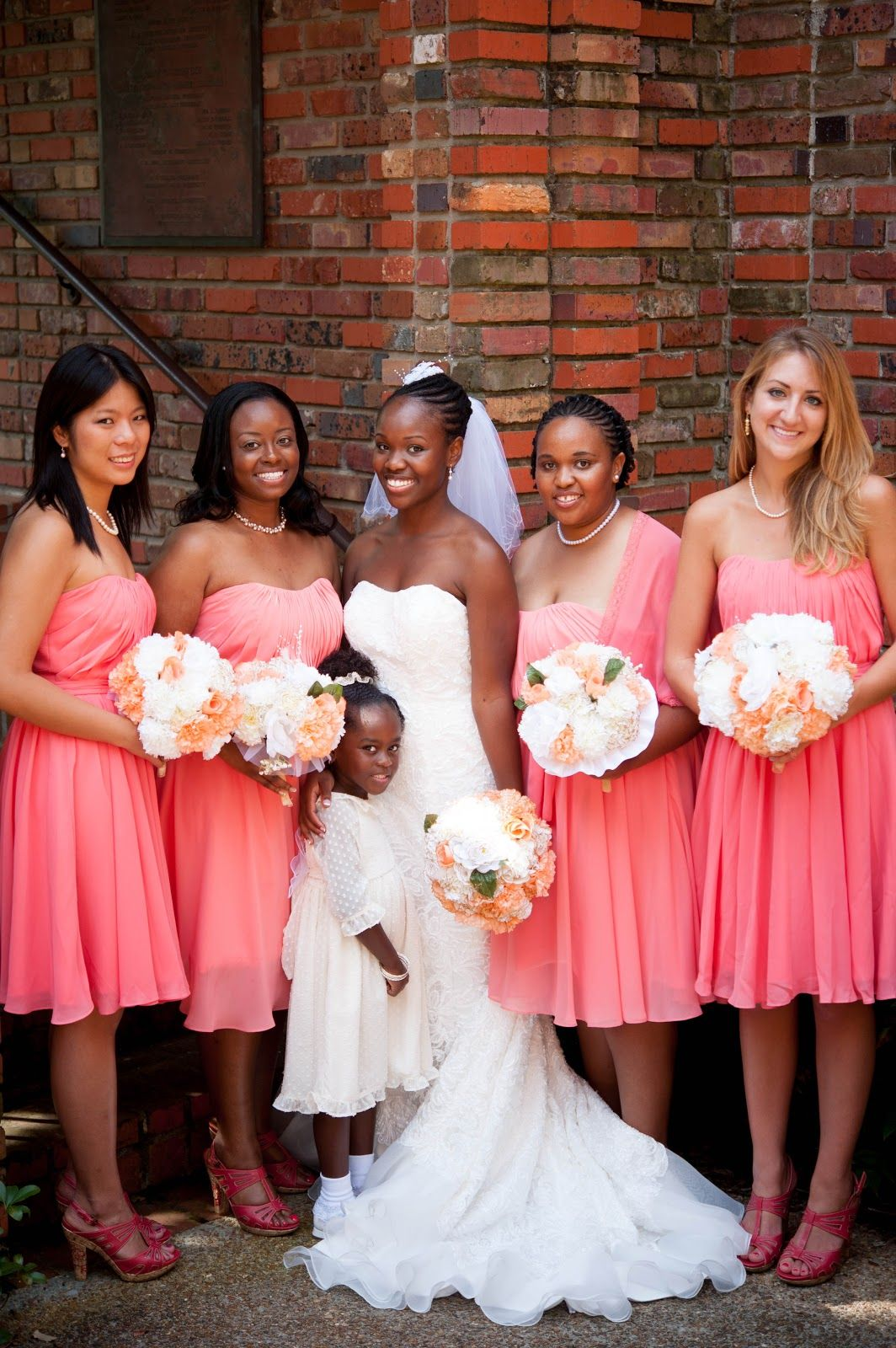 Bridesmaids : coral dresses, white and coral bouquets ...