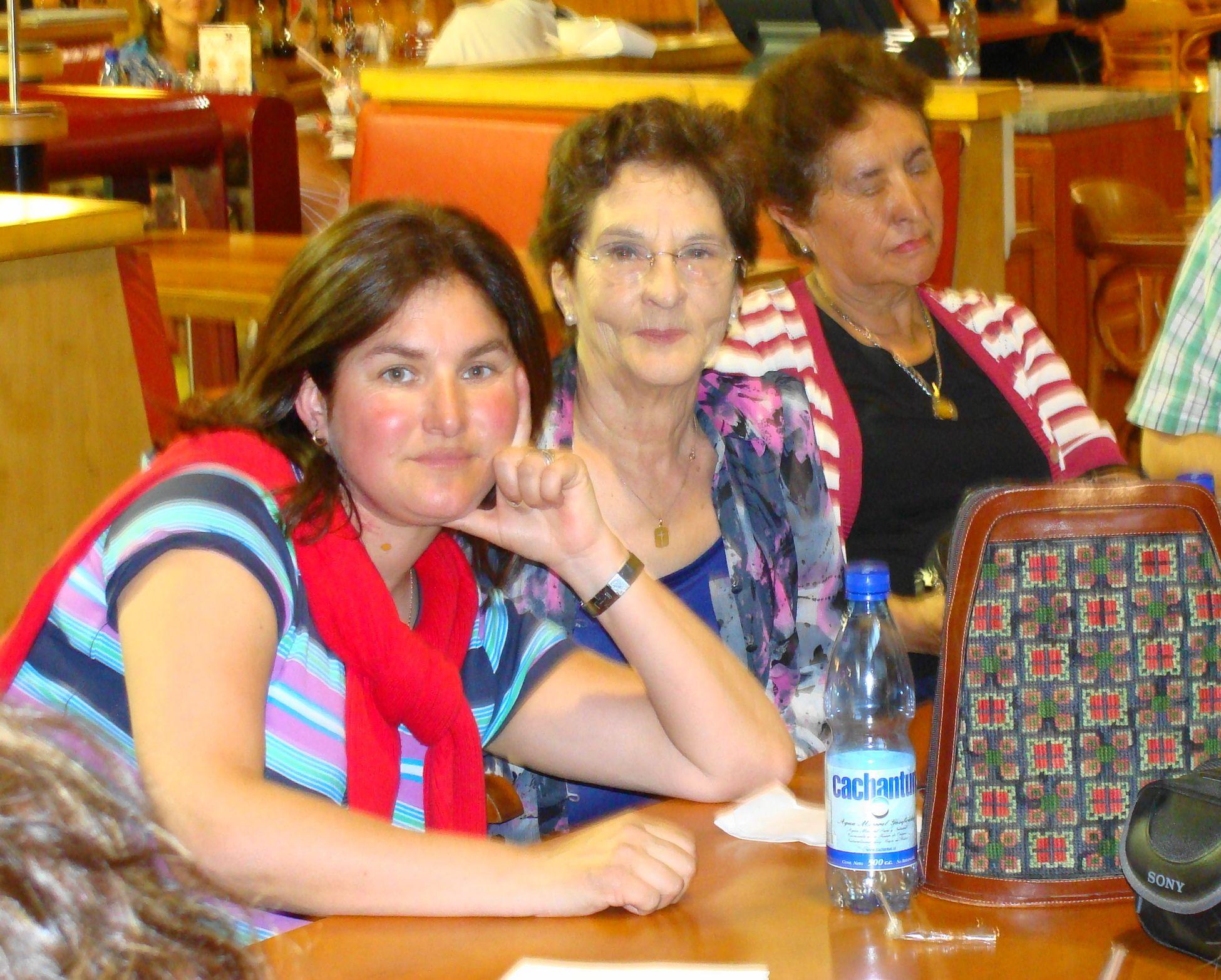 Aeropuerto Satgo Dic 2009. Con Vero y Lucy en la despedida.