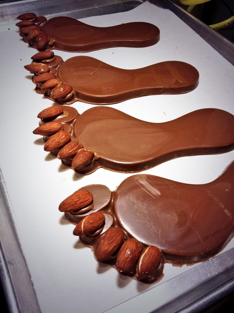 Chocolate feet with almond toes (con