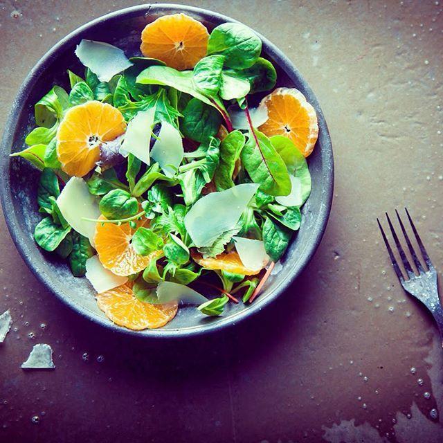 Simple et de saison, le mesclun à l'orange et ses quelques copeaux de parmesan   #yummi #mincir #maigrir #pertedepoids #perdredupoids #regimeuse #minceur #reequilibragealimentaire  #instadiet #adieuleskilos #naturel #cleaneating #food #recipes #miam #mangersain #instamotivation #getfit #natural #recipes #fresh  #regime #diet #instaregime #plaisir  #TBC #topbodychallenge#justdoit
