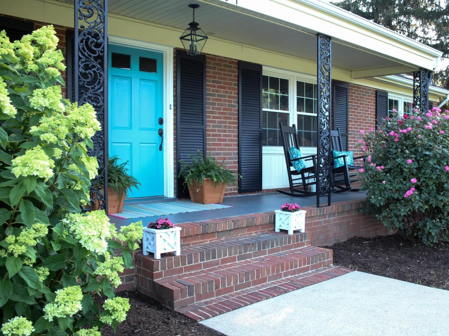 Front Porch Makeover - City Limit Style #curbappeal #homeimprovement