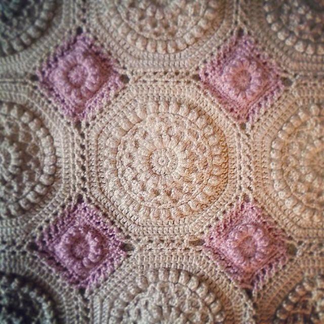 Versailles Matelassé Afghan pattern by Priscilla Hewitt | Deckchen ...