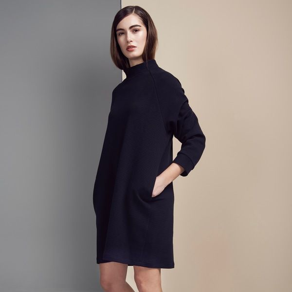 Kurzes, schwarzes Kleid MOMO aus festem Bio-Baumwoll-Rib ...