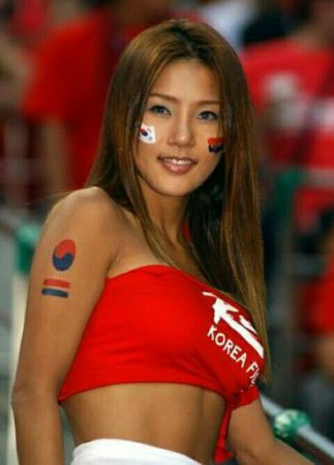 This South Korean Fan Is A True Beauty At The 2002 World Cup Finals Hot Football Fans Soccer Girl Soccer Fans
