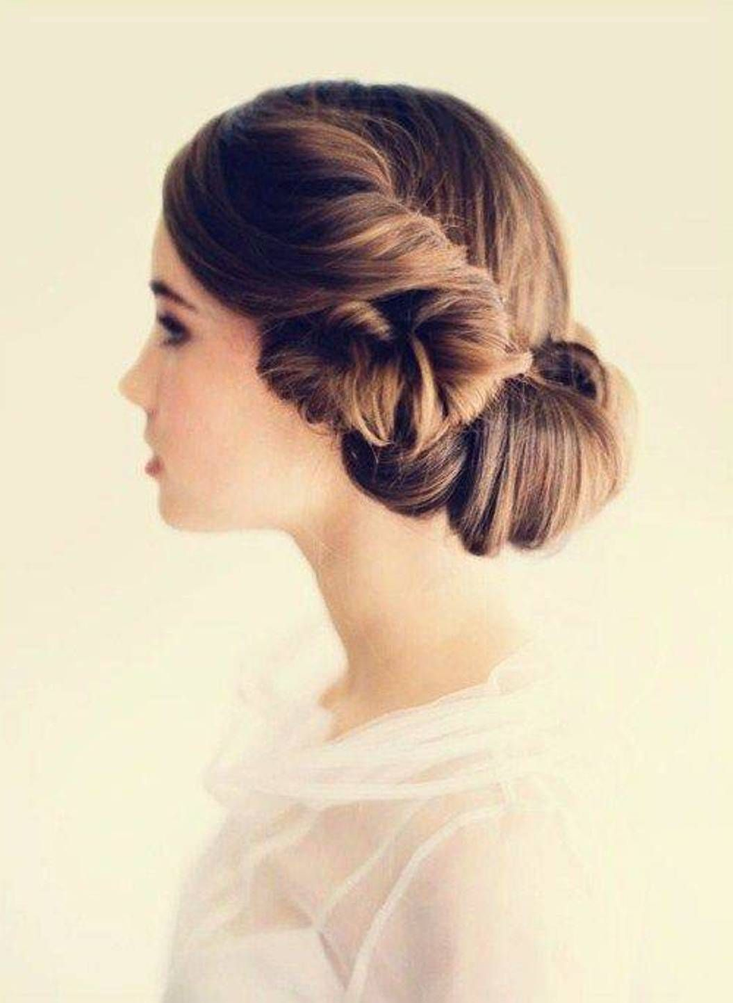 easy do with elegant look of side bun hairstyle : simple hairstyle